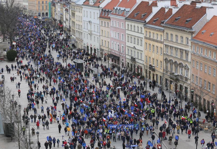 Zwolennicy członkostwa Polski w UE na trasie marszu