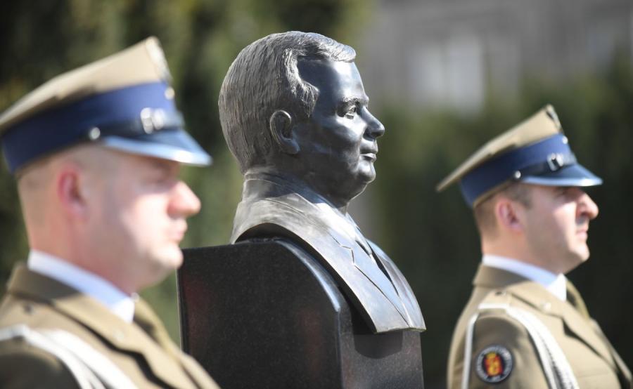 7.rocznica katastrofy smoleńskiej, popiersie Lecha Kaczyńskiego