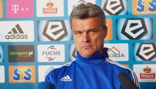 Nowy trener Ruchu Chorzów Krzysztof Warzycha, podczas konferencji prasowe