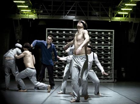 \'\'Nirvana\'\' Garbaczewskiego. Teatr na niby