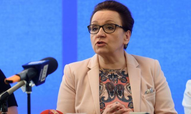 Blisko 9 tysięcy nauczycieli w wyniku reformy trafi na bruk. ZNP alarmuje i przedstawia DANE