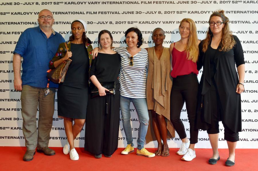 """Obsada filmu """"Ptaki śpiewają w Kigali"""" na festiwalu w Karlowych Warach"""