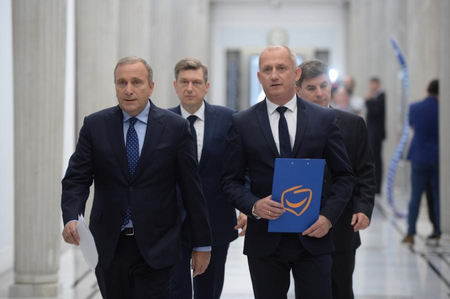 Przewodniczący PO Grzegorz Schetyna i przewodniczący KP PO Sławomir Neumann w Sejmie.