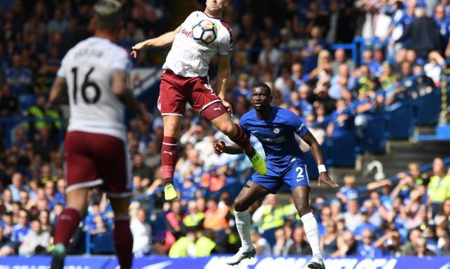 Liga angielska: Fatalny start Chelsea. Dwie czerwone kartki, trzy stracone gole i porażka z Burnley