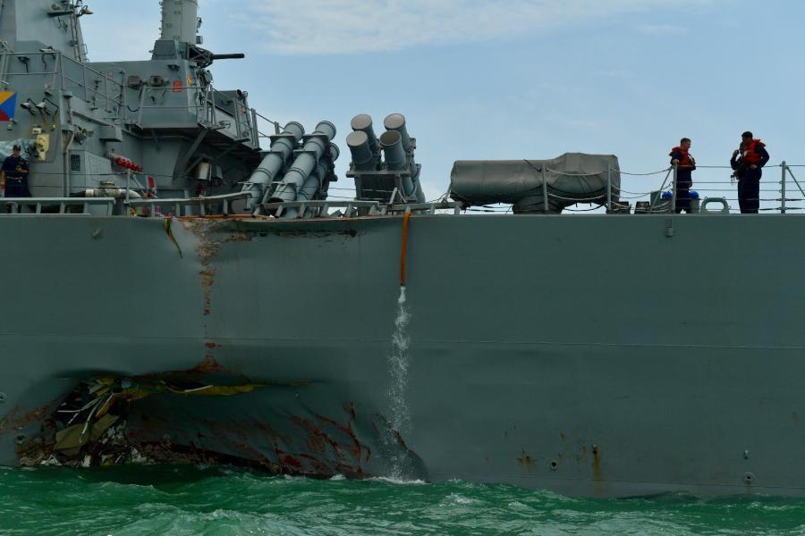Uszkodzony okręt US Navy