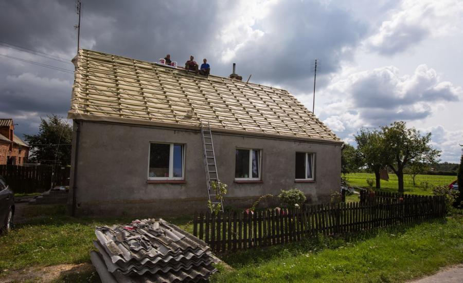 Gospodarstwo zniszczone przez nawałnicę w Trzecianowie,