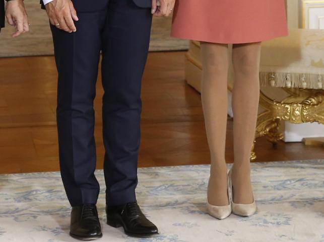 Nogi Emmanuela Macrona i Brigitte Macron
