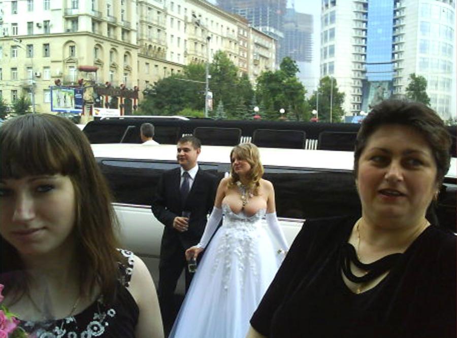 Skąpa suknia ślubna sensacją w internecie