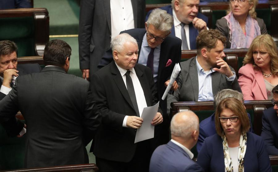 Kaczyński i posłowie PiS