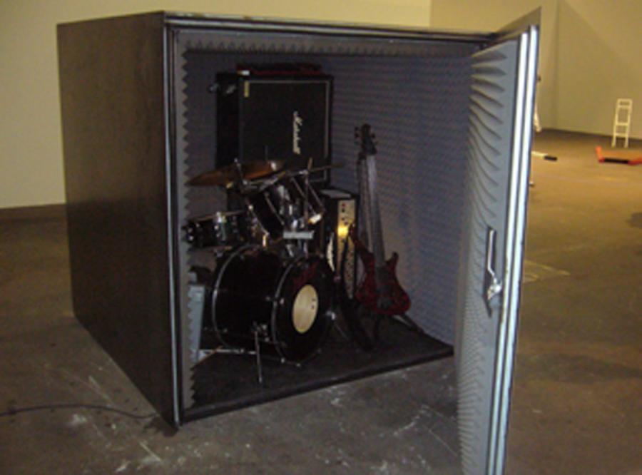 Metalowcy grają metal w metalowej puszce