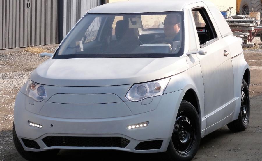 ELV001 ma 3890 mm długości, 1770 mm szerokości i 1550 mm wysokości. Auto w wersji pasażerskiej zabiera na pokład 4 podróżnych. Odmiana towarowa jest dwuosobowa