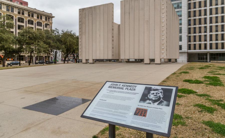 Pomnik w miejscu zamachu na JFK