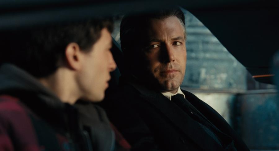 """Ezra Miller oraz Jason Momoa w filmie """"Liga Sprawiedliwości"""". Polska premiera 17 listopada 2017 roku."""