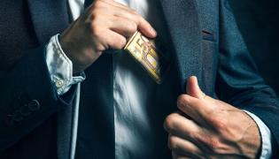 Oligarchia Zachodu różni się od oligarchii Wschodu