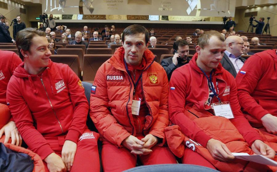 Gwiazdor rosyjskiej reprezentacji w hokeju na lodzie, Pavel Datsuyk (w środku)