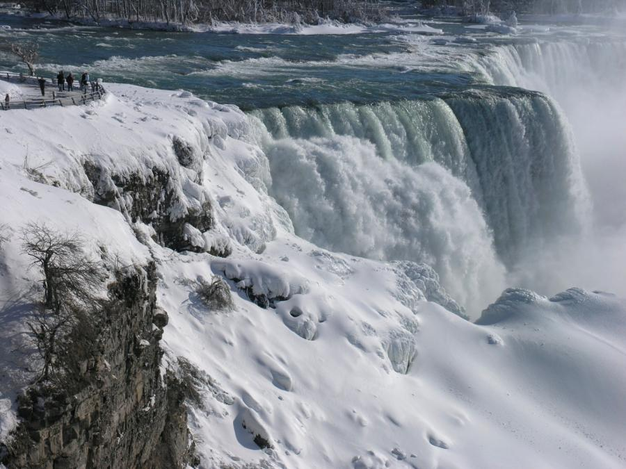 Niagara częściowo zamarznięta