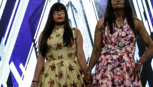 Ofiary ataków kwasem w roli modelek