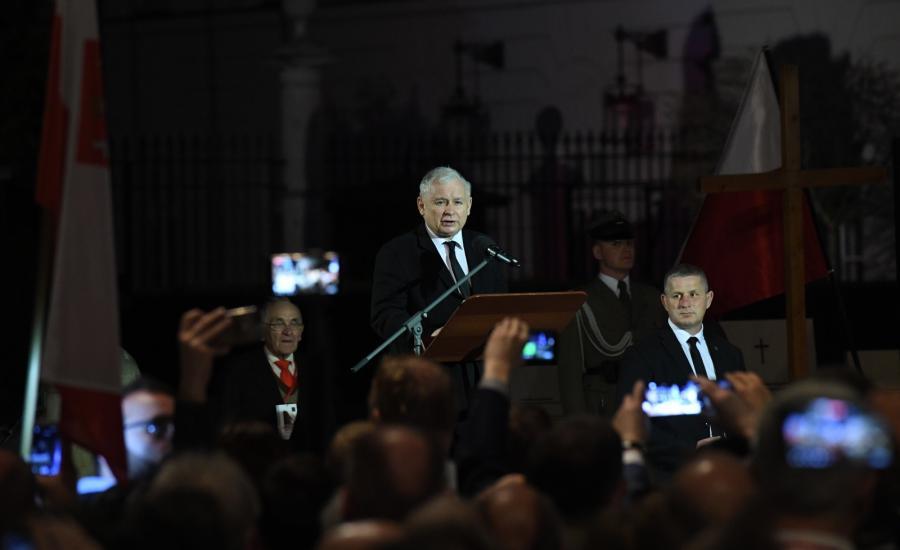 Kaczyński podczas przemówienia przed Pałacem Prezydenckim