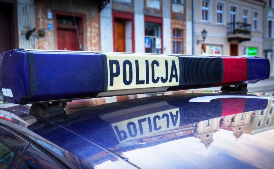 O godzinie 5.20 policjanci zostali powiadomieni o ugodzeniu nożem w brzuch i szyję mieszkańca Kęt