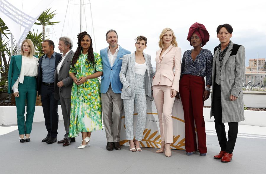Dziwięcioro gniewnych ludzi, czyli jury festiwalu w Cannes. Od lewej: Lea Seydoux, Andrey Zvyagintsev, Robert Guediguian, Denis Villeneuve, Kristen Stewart, Cate Blanchett, Khadja Nin, Ava DuVernay oraz Chang Chen
