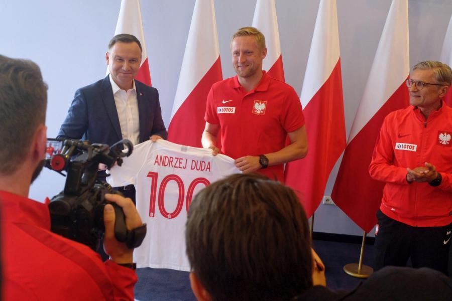 Od lewej: prezydent Andrzej Duda, piłkarz reprezentacji Polski Kamil Glik i selekcjoner kadry Adam Nawałka