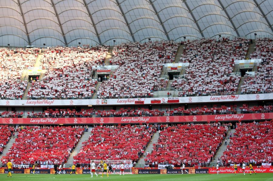 Polscy kibice podczas towarzyskiego meczu piłkarskiego: Polska - Litwa
