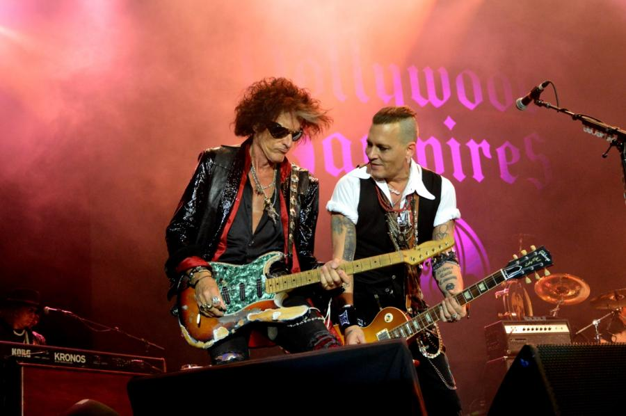 Johnny Depp i Joe Perry jako Hollywood Vampires na warszawskim Torwarze. 12 czerwca 2018 roku