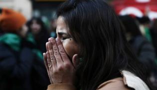 Argentyńska demonstrantka po ogłoszeniu wyników głosowania