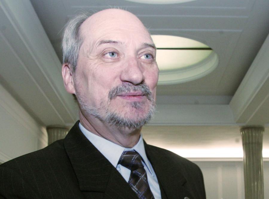 Macierewicz: PO prześladują fobie