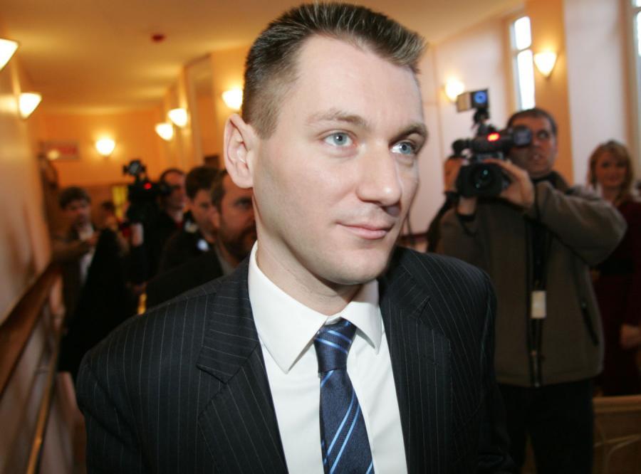 Farfał zamiast zwalniać zatrudnia