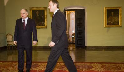Kaczyński i Tusk chcą dojść do euro różnymi drogami