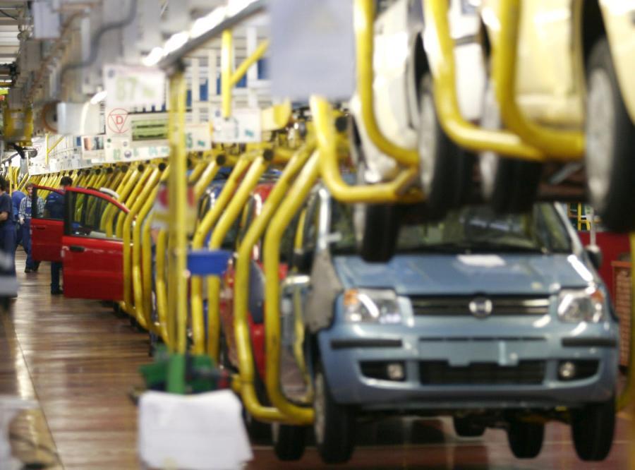 Fabryka Fiata zwalnia tempo i ludzi