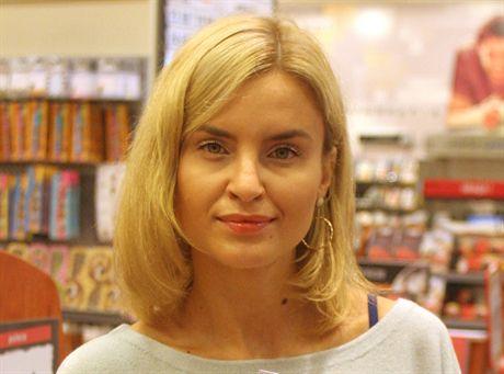 warszawa 28 08 2006Joanna Horodynska projektuje bizuterie w EMPiK , bizuteriafot Rafal Meszka