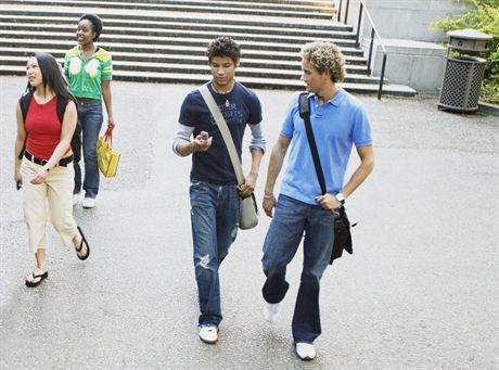 College students on campus --- Image by © Andersen Ross/Blend Images/Corbis