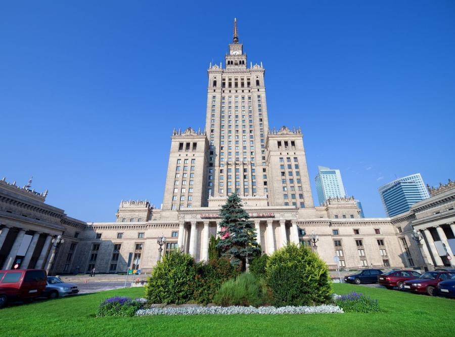W Warszawie płace wciąż rosną, ale wolniej niż inflacja
