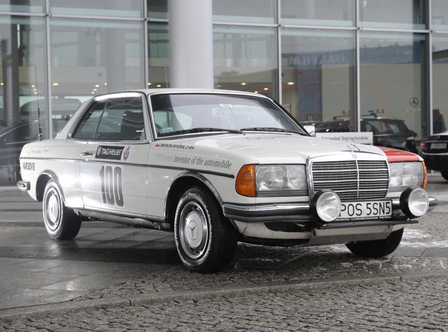 Mercedes-Benz wystawił w rajdzie Monte Carlo Historique swój team. W białym coupe W123 jedzie Grzegorz Baran, uczestnik tegorocznego rajdu Dakar…