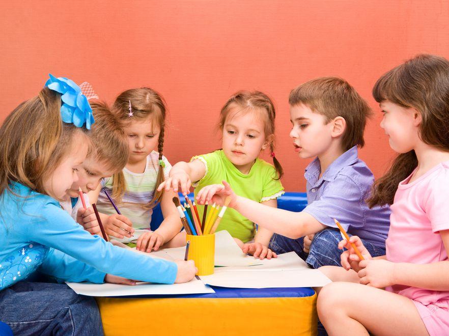 Dzieci w zerówce (zdjęcie ilustracyjne)