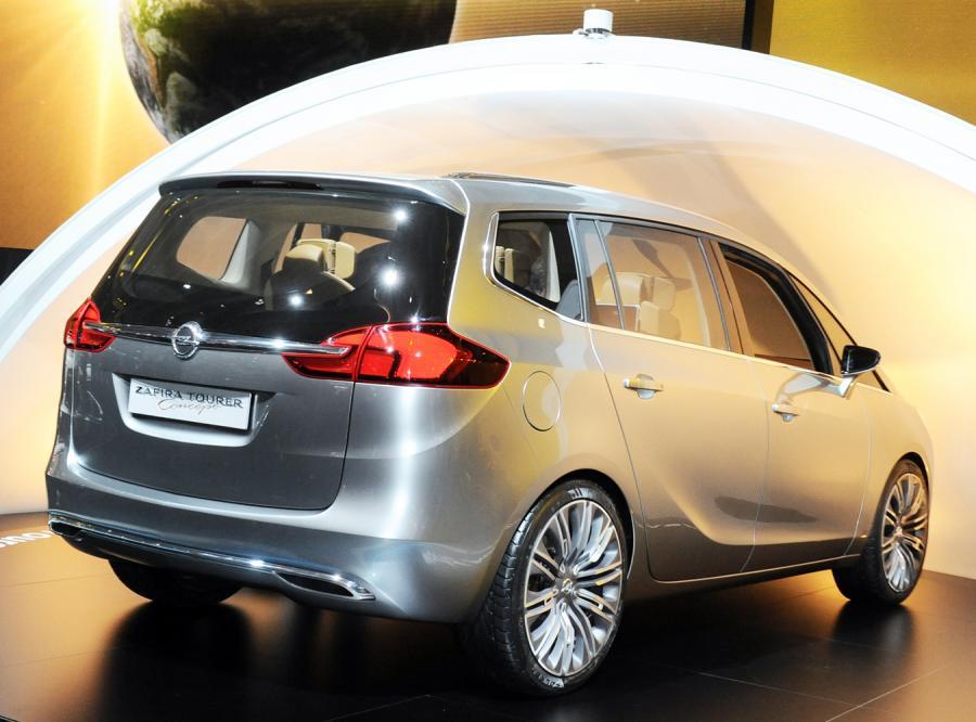Opel zafira tourer prosto z Genewy