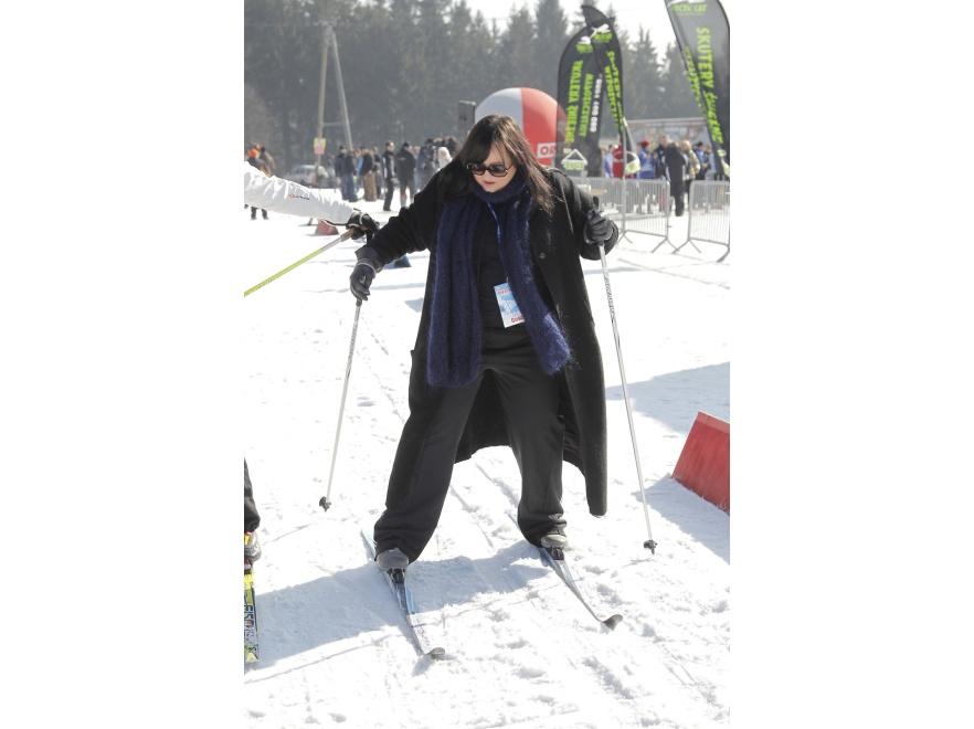 Gosia Baczyńska - czy wygodnie jeździ się na nartach w płaszczu?