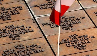 W Rosji płoną świeczki ku czci zmarłych Polaków