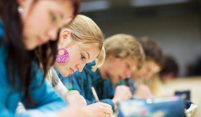 Uczniowie szkół prywatnych lepiej czytają ze zrozumieniem