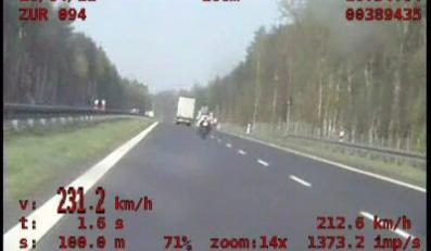 """231 km/h pod nosem policji. """"Śpieszył się do pracy"""""""