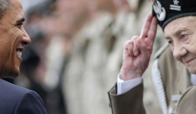 Obama wita się z kombatantami