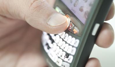 Bazę kontaktów w telefonie trzeba zarejestrować