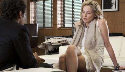 "Seksowna pani prokurator Sharon Stone ""Spiskuje"" sobie"