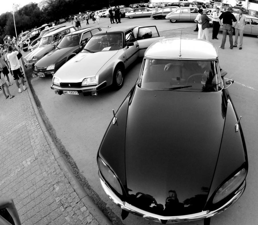 W ten weekend musisz zobaczyć zabytkowe Citroeny!