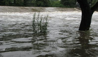 Stany alarmowe na rzekach przekroczone w 24 miejscach