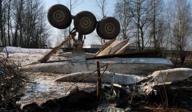 Katastrofa smoleńska: Rosjanie prostowali pokrywę silnika tupolewa