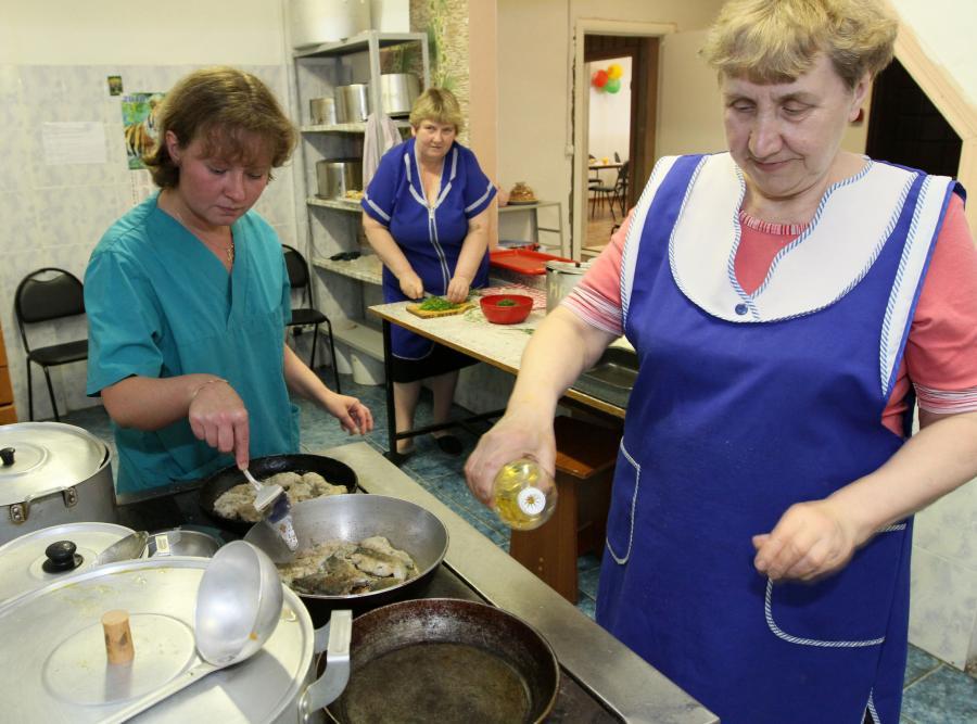 Sanepid: w obozowych kuchniach coraz lepiej z higieną