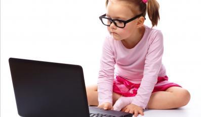 Dzieci są najbardziej narażone na przemoc w internecie.